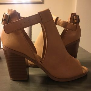 Light Brown Size 6 Soda Shoes